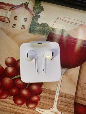 Apple headphones for Sale in Ashburn, VA
