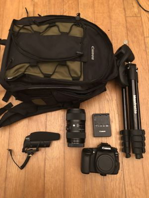 Canon 80D with sigma Lens, ring light and shure mic for Sale in Lithonia, GA