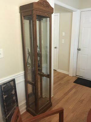Curio cabinet **pick up only, Woodstock ** for Sale in Woodstock, GA