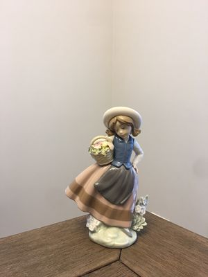 Lladro Sweet Scent Figurine 5221 for Sale in HOFFMAN EST, IL