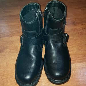 boots Skechers for work used but clean and disinfected size8.5 for Sale in Snohomish, WA