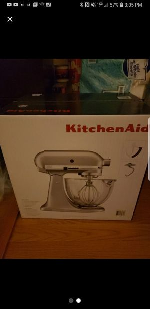 Kitchen aid mixer with glass bowl and attachments for Sale in Missoula, MT