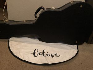 Guitar Case Acoustic w/lock & 2 keys for Sale in New Smyrna Beach, FL