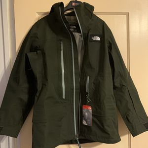 Women's The North Face Raincoat for Sale in Colusa, CA