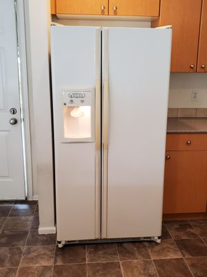 GE Refrigerator, Oven & Microwave for Sale in Kent, WA