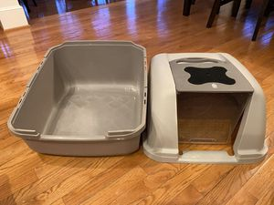 Covered litter box for Sale in Damascus, MD