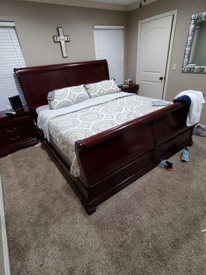King size bedroom set for Sale in Longview, TX
