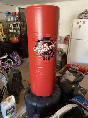 Wave master stand alone punching bag for Sale in Fresno, CA
