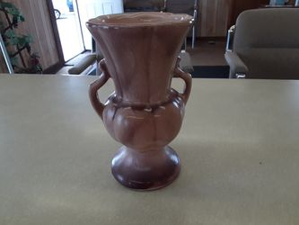 BEAUTIFUL LOOKING VINTAGE GONDER POTTERY 9 INCHES Tall for Sale in Arnold,  MO