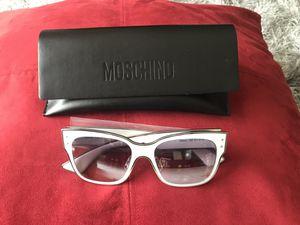 Moschino white sunglasses for Sale in Pembroke Pines, FL