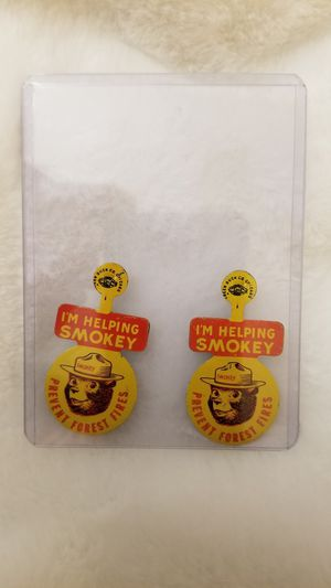 """👀🙋♂️ VINTAGE """"I'M HELPING SMOKEY """" BEAR PREVENT FIRES FOREST SERVICE YELLOW POCKET FOLDOVER PIN. GREAT COLLECTIBLE!...asking $20.00 for Sale in Bakersfield, CA"""