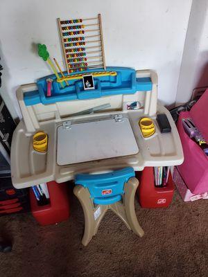 kids desk for Sale in Gardena, CA