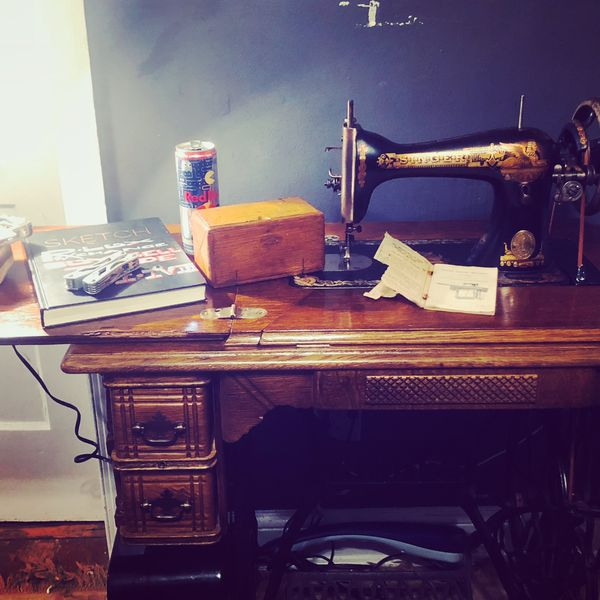 Antique Singer table sewing Machine