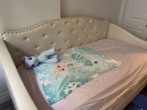 Beautiful twin bed for Sale in Brooklyn, NY