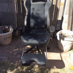 Reclining Messaging Gaming Chair for Sale in Phoenix,  AZ