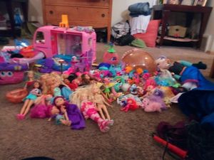 Variety of doll sets including lots of lol for Sale in Minneapolis, MN