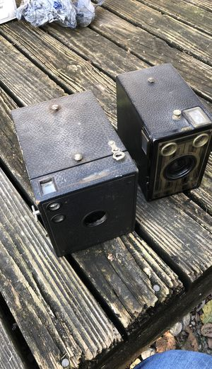 Two box camera good decoration and work but need 120mm roll film for Sale in Collinsville, IL