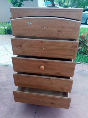 5 shelves dresser for Sale in Orlando, FL