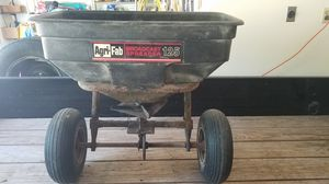 Lawn spreader for Sale in Saint Charles, MO