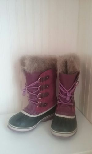 Girls pink/purple Sorrel winter boots size 4 for Sale in Mount Pleasant, UT