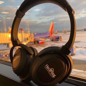 Bluetooth Noise Canceling Headphones w/ mic for Sale in Westerville, OH