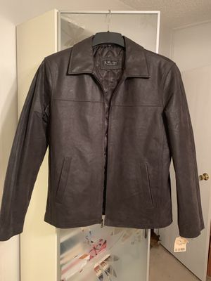 Small, brown leather jacket. 2 outside pockets, 3 inside pockets. for Sale in Spring Hill, FL