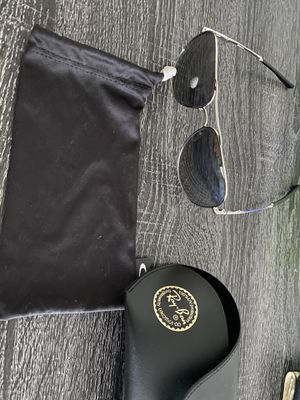Ray ban aviator classic sunglasses for Sale in Clinton Township, MI