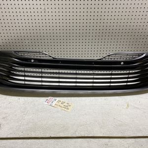 2018 2019 2020 TOYOTA CAMRY LE XLE FRONT BUMPER GRILLE OEM for Sale in Lynwood, CA