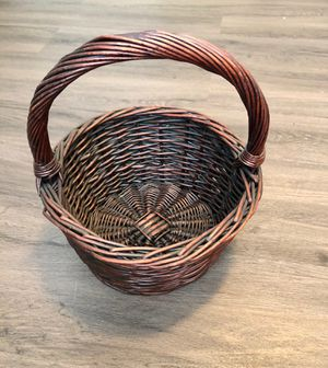 Brown wicker storage basket (gr8 4 Easter) for Sale in Irvine, CA