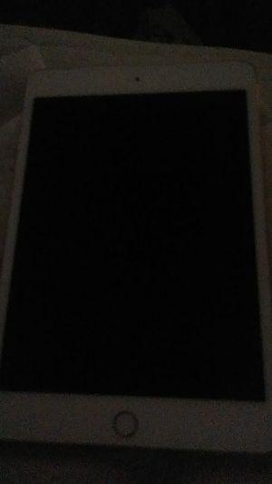 Ipad Mini 4 for Sale in Raleigh, NC