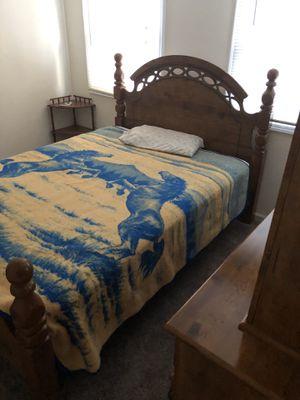 Queen bed set w/ dresser & mirror & mattress for Sale in Elgin, IL