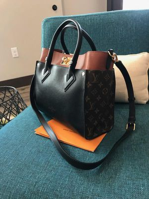 Louis Vuitton on my size original with proof of purchase for Sale in Seattle, WA