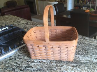 """Longaberger Basket ,Made in USA. 15""""x 9 1/2 x 7"""" for Sale in Everett,  WA"""
