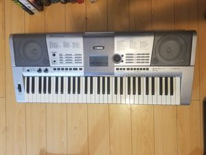 Music Keyboard, Yahmaha psr-e403 for Sale in Los Angeles, CA