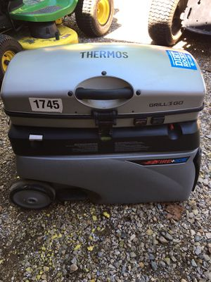 Thermos fire and ice portable grill and cooler combination propane, on wheels to pull around anywhere, great for a tailgaters, campers, picnics, etc. for Sale in Varna, IL