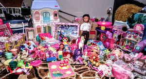Girls toy bundle (perfect for Christmas) for Sale in Westgate, NY