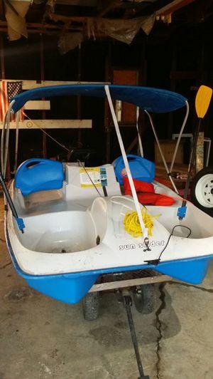 Pettle boat wit trailer for Sale in Lorain, OH