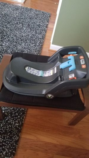 Uppababy Car Seat Base for Sale in Alexandria, VA