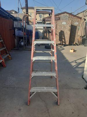 6ft WERNER FIBERGLASS LADDER 300LB RATING for Sale in Los Angeles, CA