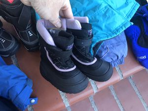 Toddler snow boots size 6 for Sale in Ontario, CA