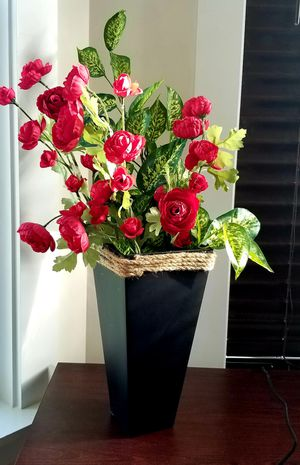 """Elegant 12"""" Tall Black Vase with Flowers for $12 for Sale in Franklin, TN"""