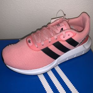 Sizes 5 , 6.5 , 7 and 7.5 woman's - Adidas Swift Run RF for Sale in Chino, CA