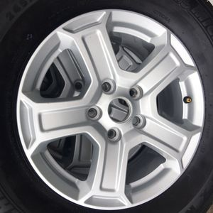 "17"" Jeep Wrangler Wheels and tires almost brand new for Sale in Tamarac, FL"