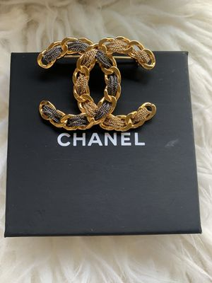 Authentic Chanel brooch for Sale in Katy, TX