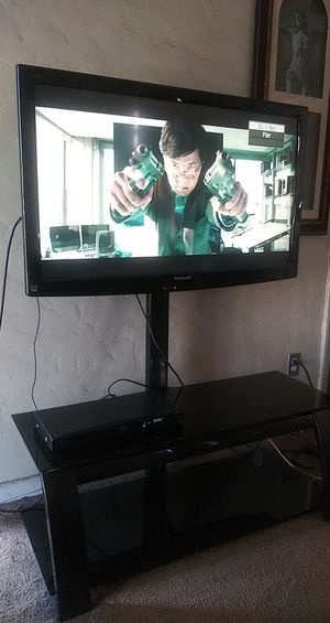 Panasonic 42' TV with table. You can rotate TV. $100 obo for Sale in Huntington Park, CA