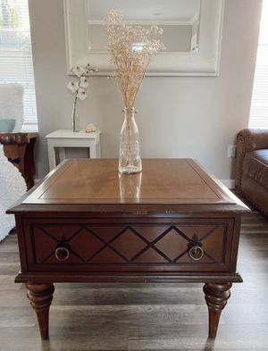 Coffee table for Sale in Murrieta, CA