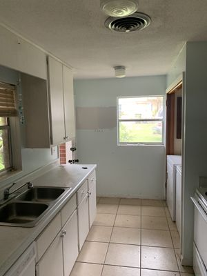 Kitchen set with appliances for Sale in Leesburg, FL