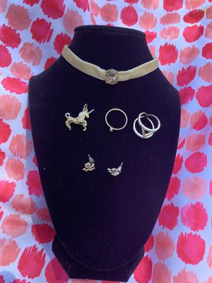 Cream choker with gem jewelry set for Sale in Placentia, CA