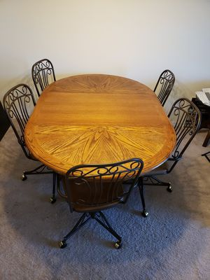 Dinning table with 6 chairs for Sale in Riverview, FL