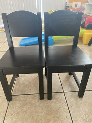 2 kids espresso chairs for Sale in Las Vegas, NV